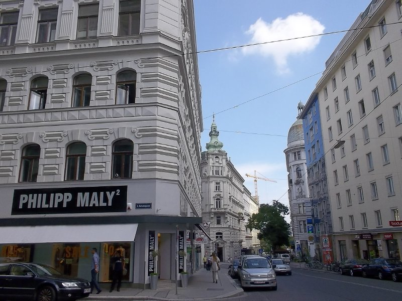 AUSTRIA_Vienna - lonely cloud at 1st district