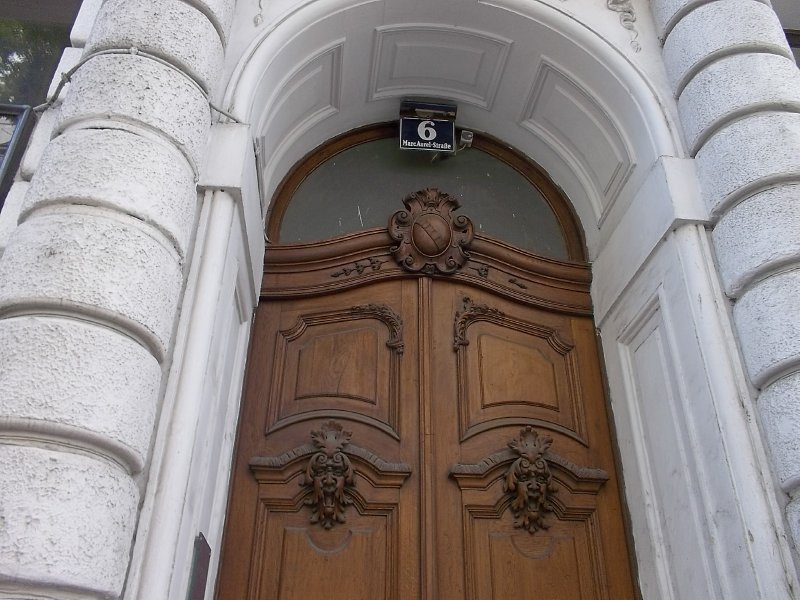 AUSTRIA_Vienna - the door in Marc Aurel Strasse (1st district)