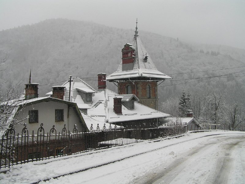 ROMANIA - snow in Sinaia