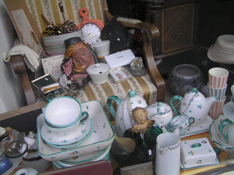 VIENNA_Antique shop on Burggasse 02