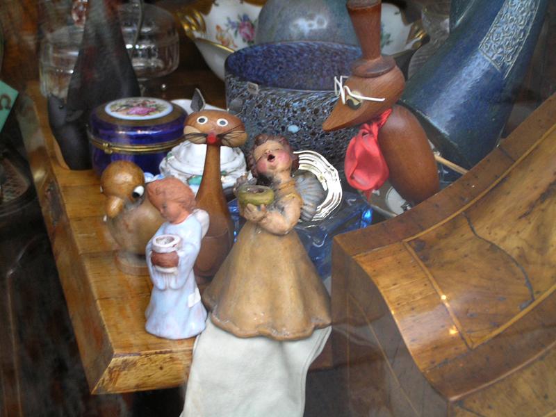 VIENNA_Antique shop on Burggasse 01