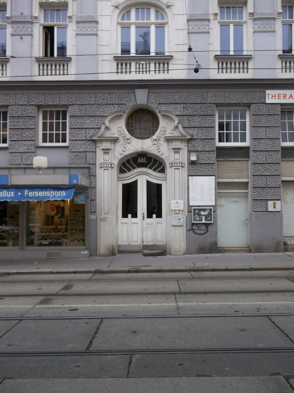 AU_Vienna door (18th district)