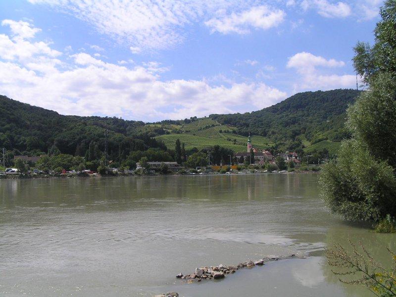 VIENNA_Kahlenbergerdorf from Donauinsel