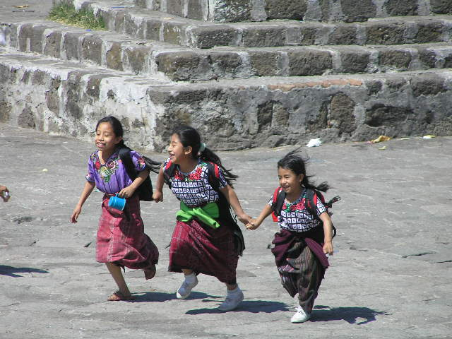 GUATEMALA - Lago Atitlan - Santiago Atitlan - girls