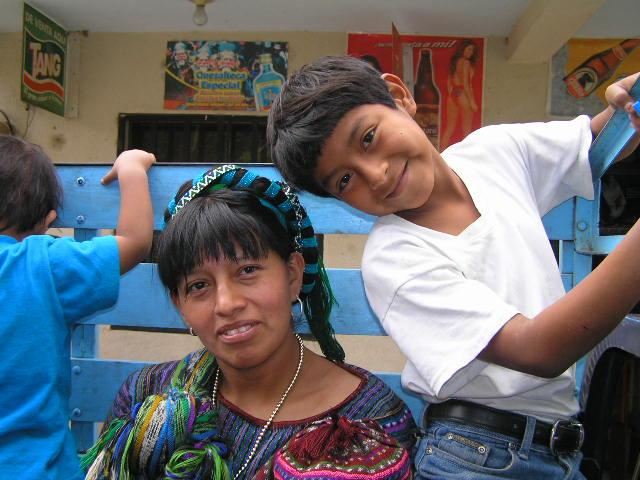 Lago Atitlan - San Antonio Palopo - mom & son