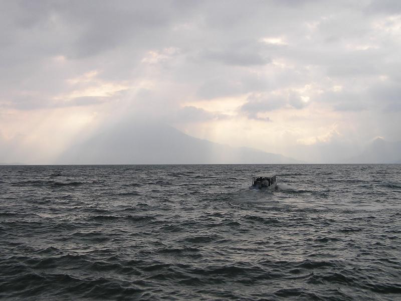 GUATEMALA - Lago Atitlan - lancha