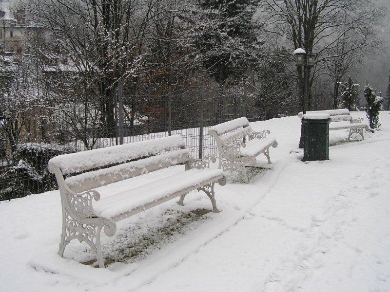 ROMANIA (Sinaia) - benches