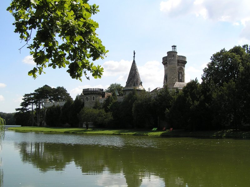 AU_Laxenburg Castle across the river