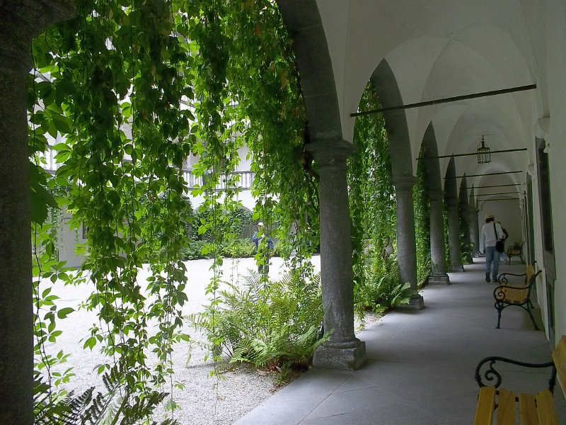 AUSTRIA_Schloss Greinburg - inner yard