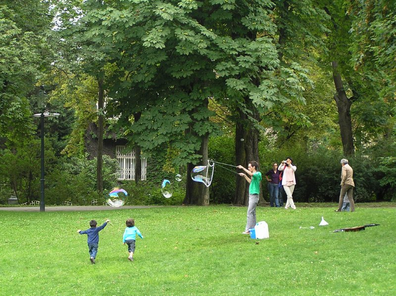 AU_Vienna - children in Turkensatzpark