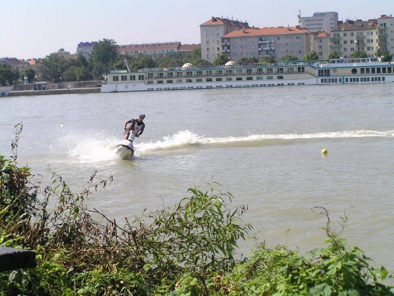 VIENNA_waterbike