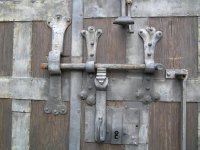 AU_Laxenburg_door_lock.jpg
