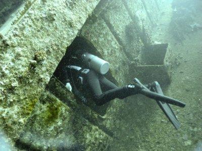 UNDERWATER_Wreck dive