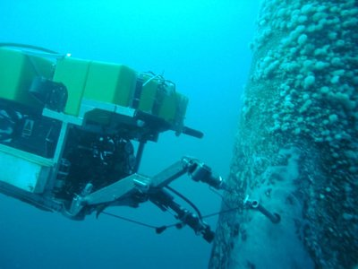 ROV threading a needle