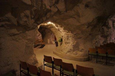 Cave_church4.jpg