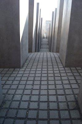 Holocaust_Memorial3.jpg