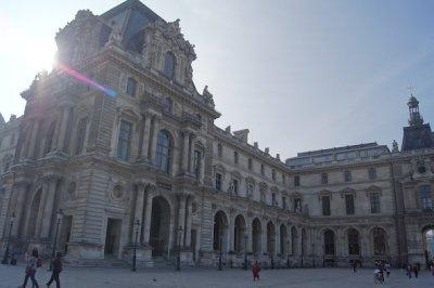 Louvre_outside.jpg
