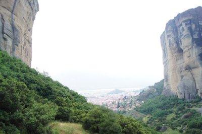 Meteora cliffs2