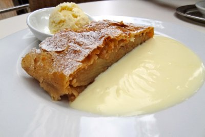 Cafe Bazar Apple Strudel