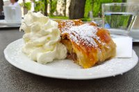 Maribellplatz Cafe Apple Strudel