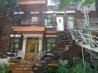 Canada_Mon..ny_houses12.jpg
