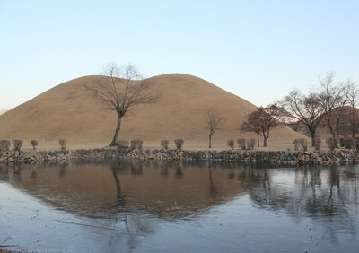 Royal Tombs 1