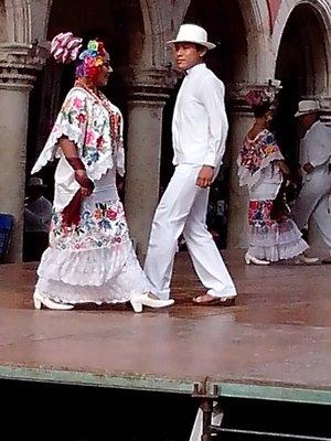 Folkloric dancers in Merida