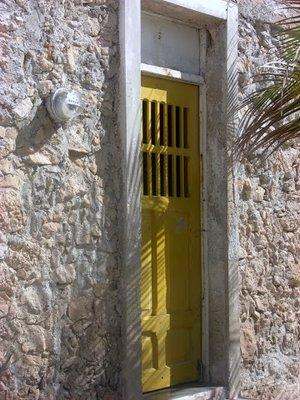 yellow door Progreso