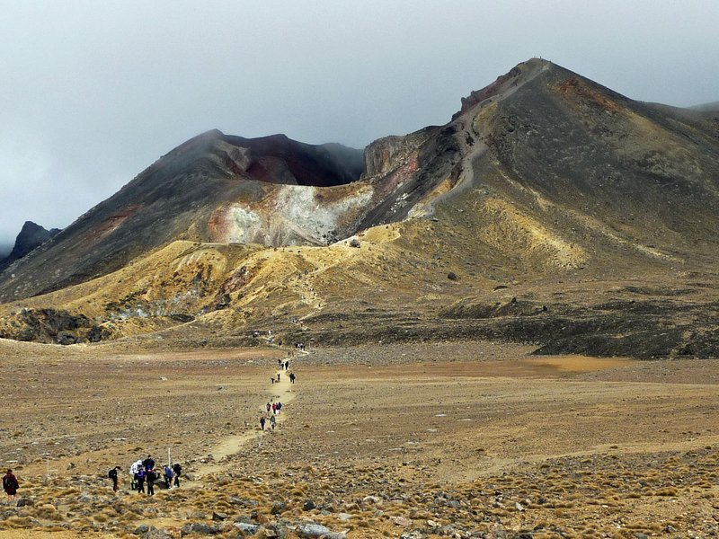Descending the Red Crater @ Tongariro