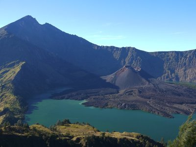 rinjani and lake
