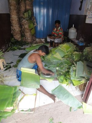 Banana leaf plate production