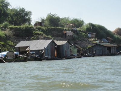 The floating homes of the fisher people
