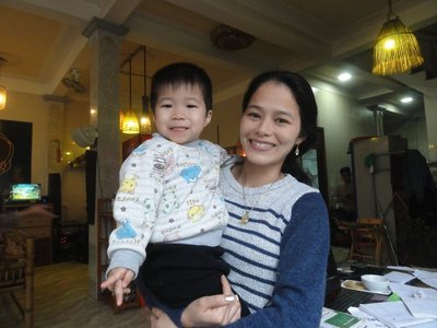 Friendly woman with her daughter at the Bamboo Cafe