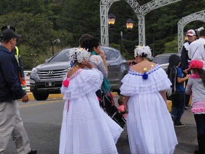 Performers in pollera with fancy hair
