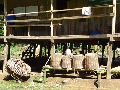Baskets and ropes used for the collection of bird's nests