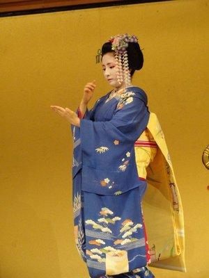 maiko -- apprentice geisha dancing