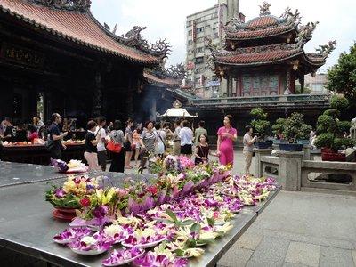 offerings at Longshan temple