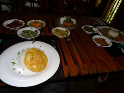 Sri Lankan lunch @ a restaurant on way to Sigiriya