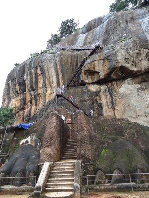 Lion Gate before the final climb