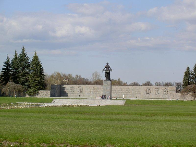 St-Pete, Piskaryovskoe Cemetery (Main statue)