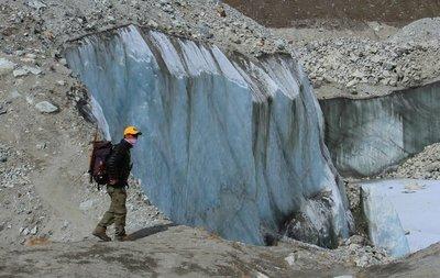 Phurba on the Ngozumba Glacier