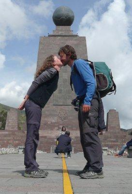Mitad del Mundo - Bisou sur les deux hémisphères...
