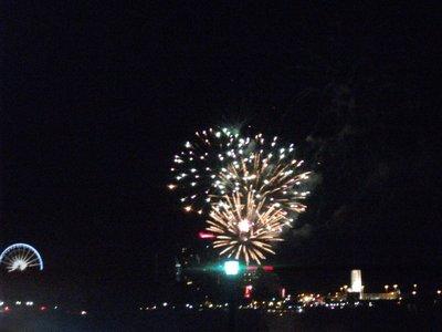 niagara_falls_fireworks.jpg