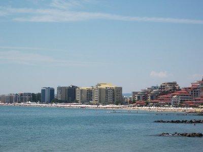 sunny_beach_skyline.jpg