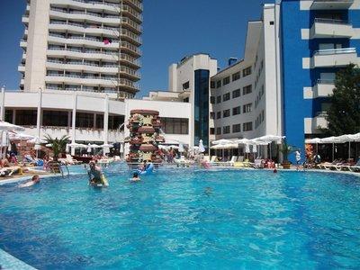sunny_beach_swimming.jpg