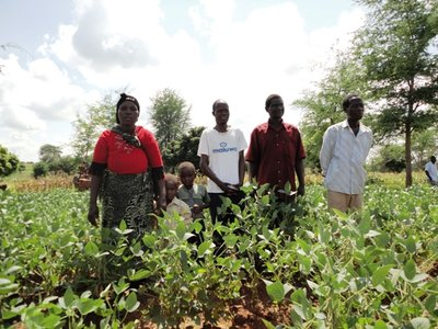 The Mustafa familiy and other farmers in their Soy demonstration plot