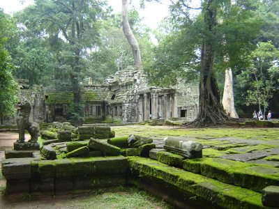 Above: The large terrace at the rear of Ta Prohm.