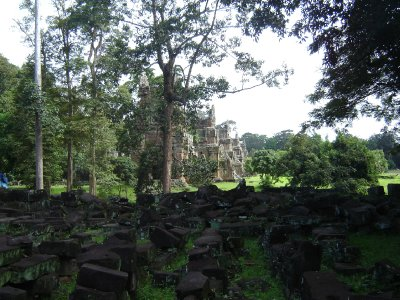 Above: The strange single towers called Prasat Suor Prat that stand in line in front of the Terrace of the Elephants in Angkor Thom