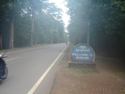 Above: Charles De Gaulle Avenue - one of two roads that go to the park from Siem Reap. Unfortunately the camera had a bit of condensation on the lens hence the fuzziness.