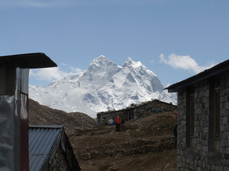 Above: Looking back from Lobuche. Kangtega and Thamserku appear huge from here.